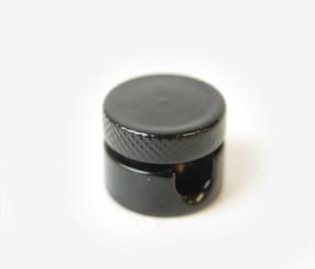 Metallist kaablikinniti, must