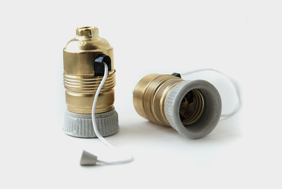 Metal / ceramic old style lampholder with pull-switch E27